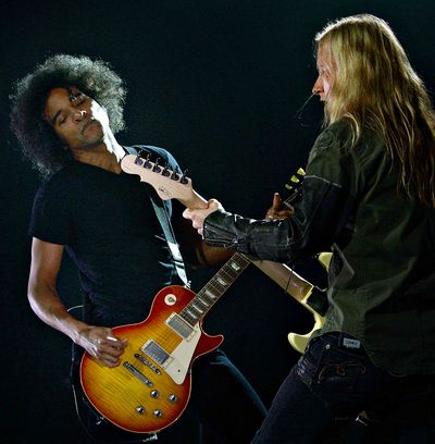 ALICEINCHAINS_FY_022110_CGO_003F